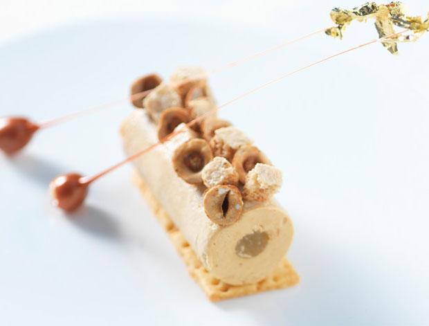 Pralinéparfait-mit-Zitronengelee-und-karamellisierten-Haselnüssen