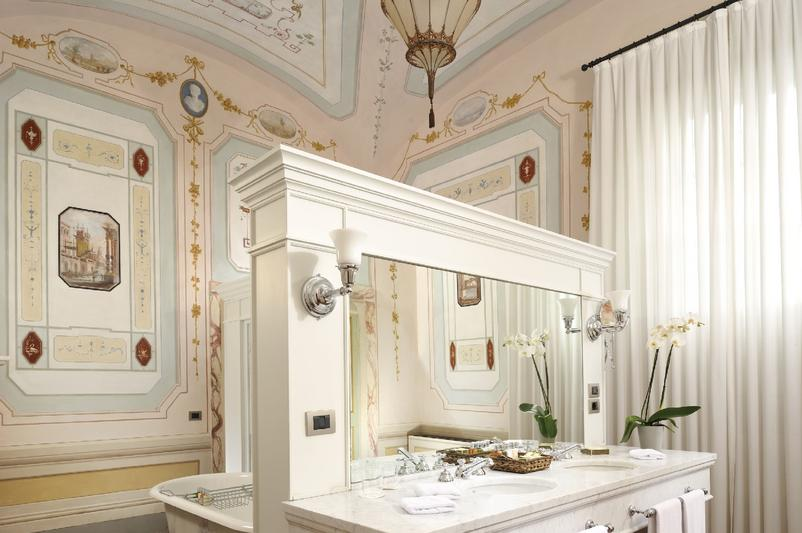 Castello_del_Nero_-_Deluxe_Suite_102_bathroom