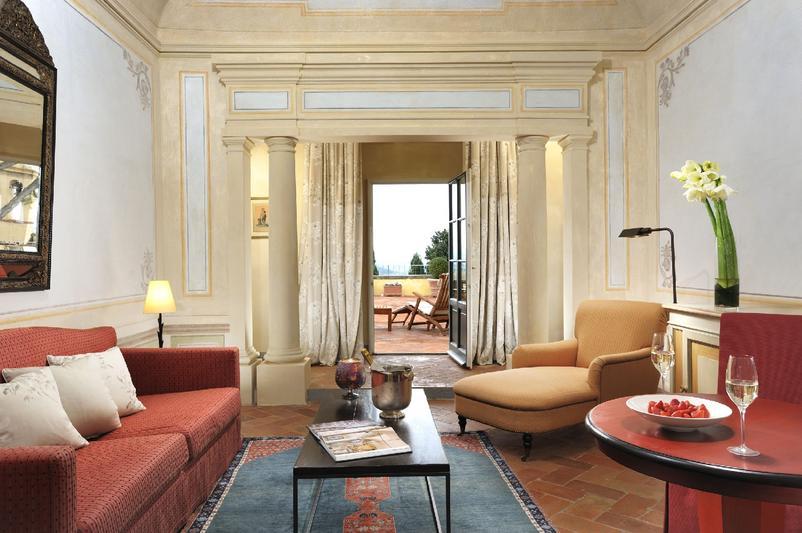 Castello_del_Nero_-_Galway_suite_living_room